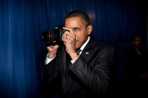 Obama toma una fotografía en febrero de 2009/ Foto: Pete Souza (Casa Blanca)