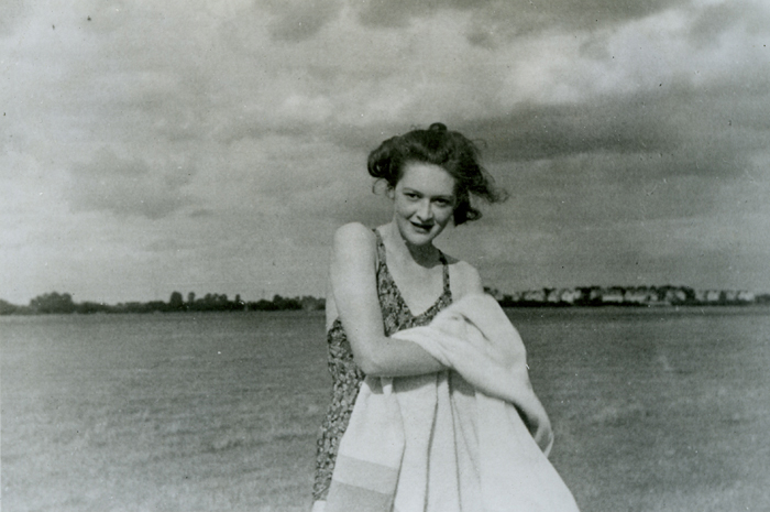 Jean Gerard Leigh, 'Pam', posando en un playa/ Foto: The National Archives UK.