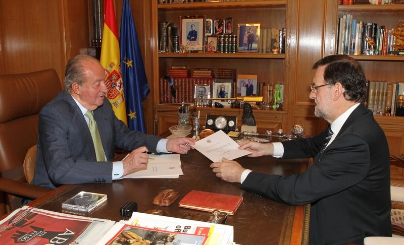 El rey Juan Carlos abdica la corona